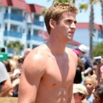 liam-hemsworth-shirtless-01