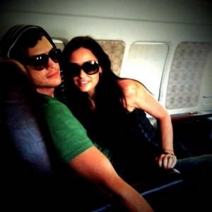 Demi e Ashton, salvi, su Twitter