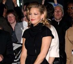 Upskirt mancato per Kate Hudson