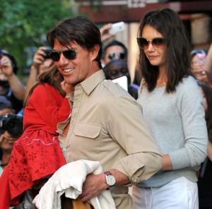Tom Cruise e famiglia, tra curiosi e paparazzi