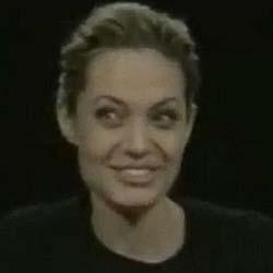 La Jolie ha sniffato prima di un'intervista