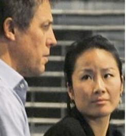 Hugh e la nuova fidanzata con gli occhi a mandorla