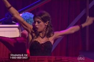 Elisabetta balla, o almeno ci prova