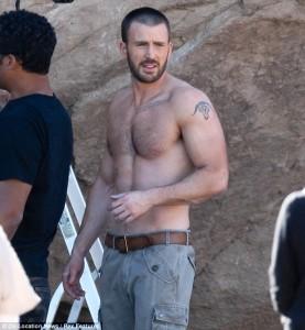 Chris Evans si spoglia per Capitan America