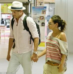 Ashton e Mila a Bali mano nella mano