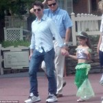 tom-cruise-disney-world-suri
