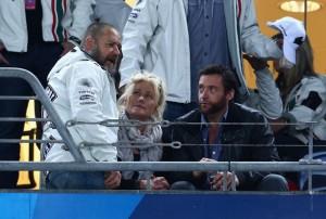 Hugh Jackman e Russell Crowe barbuti allo stadio