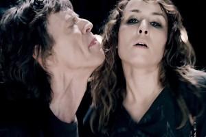 Noomi Rapace si spoglia per Mick Jagger