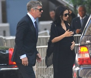 La moglie di Alec Baldwin accusata di Twittare ai funerali di James Gandolfini