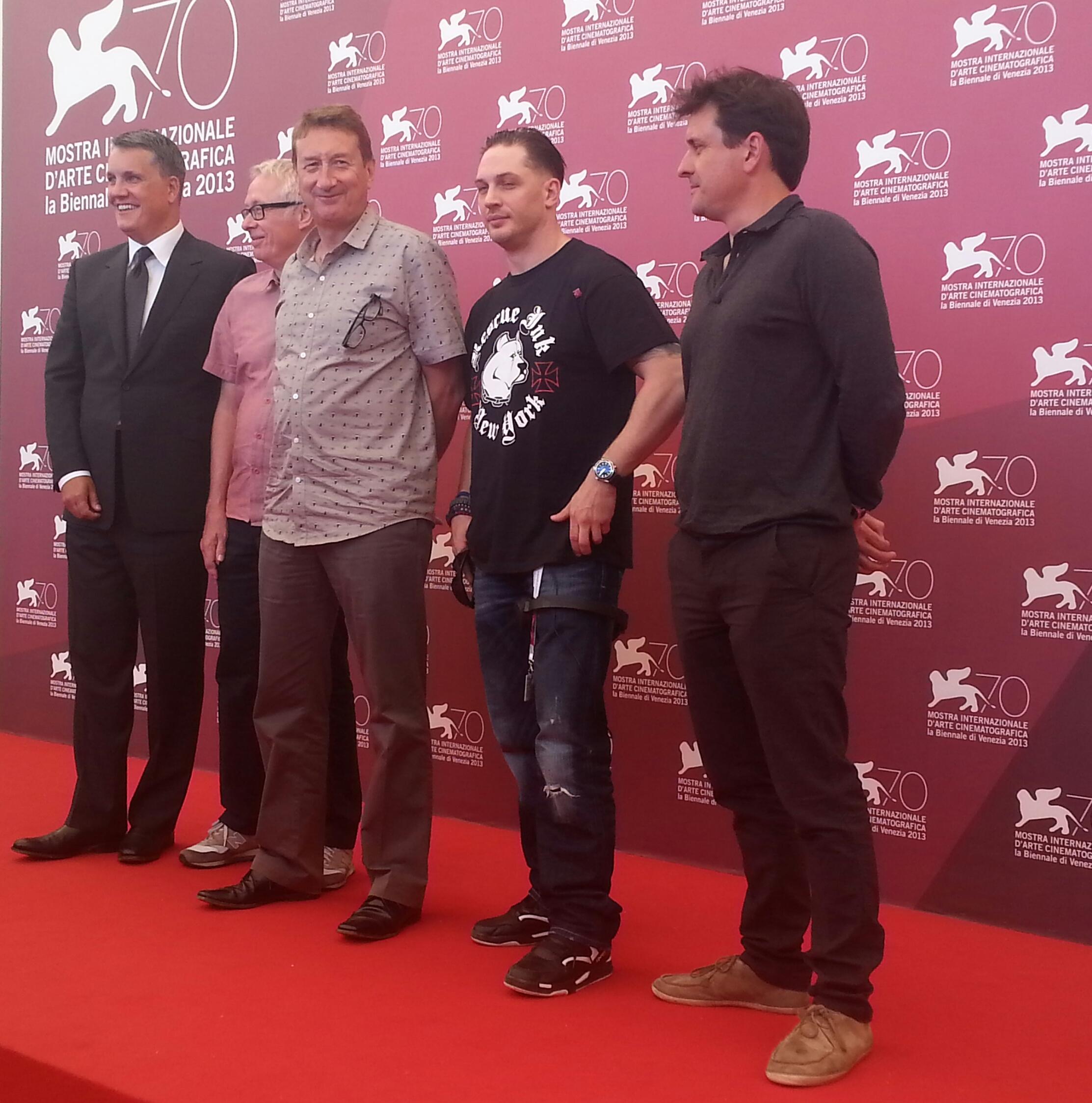 I produttori Stuart Ford e Paul Webster, il regista Steven Knight, Tom Hardy a il produttore Guy Heeley