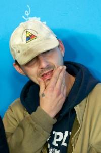 Shia LaBeouf, a Berlino senza un dente, abbandona la conferenza stampa…