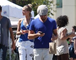 Leonardo DiCaprio e Toni Garrn belli e coordinati