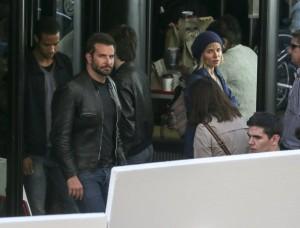 Bradley Cooper e Sienna Miller sul set di Adam Jones