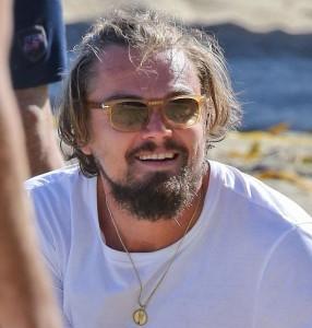 Leonardo DiCaprio e la fidanzata Toni Garrn giocano a beach volley