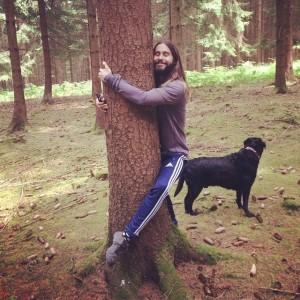 Sul web impazza il meme di Jared Leto che abbraccia qualunque cosa