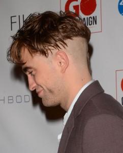 Colp(acci)o di testa per Robert Pattinson