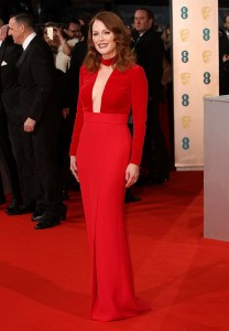 Julianne Moore, una rossa in rosso sul tappeto rosso