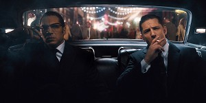 Tom Hardy e Tom Hardy nel trailer di Legend