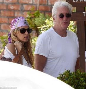 Richard Gere in vacanza a Taormina con la nuova, giovane compagna