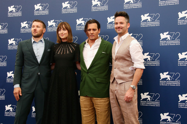 Joel Edgerton, Dakota Johnson, Johnny Depp e Scott Cooper