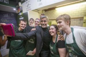 George Clooney: 1000 dollari di mancia al Social Bite