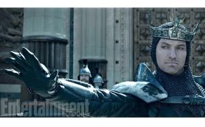 King Arthur: Jude Law e Charlie Hunnam nelle nuove immagini