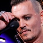 Johnny-Depp_finger