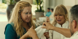 Amy Schumer e Goldie Hawn nel red band trailer di Snatched