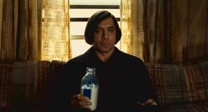 Chi beve latte nei film? Spesso si tratta di feroci assassini