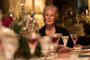Mistero a Crooked House, il trailer del film con Glenn Close e Terrence Stamp